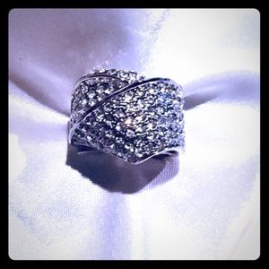 Express knot statement sparkle ring 💋💕